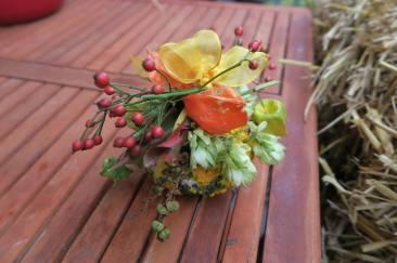 Zierkürbis mit Herbstdeko