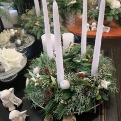 Adventkranz weiße Kerzen