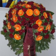 Kranz orange Gerbera, rote Rosen