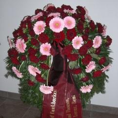 Kranz rosa Gerbera, rote Rosen