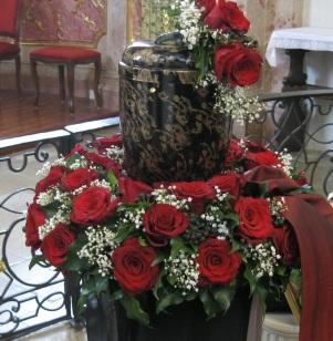 Urnenkranz rote Rosen