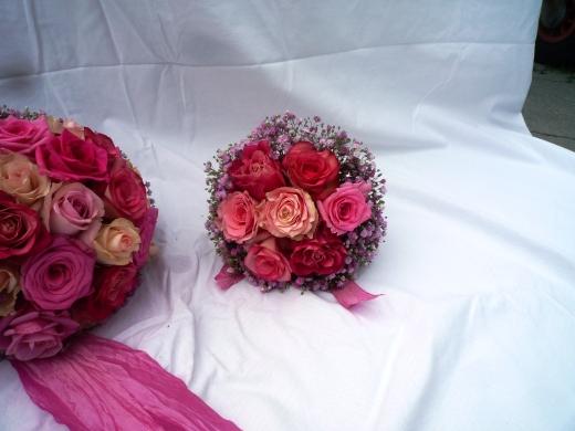 Brautstrauß und Wurfstraußin rosa-pink Schattierungen