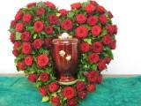 Urnenherz mit roten Rosen