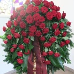 Kranz mit roten Rosen